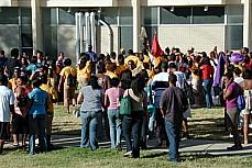 Educação - Pátio - Estudantes universitários