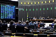 O texto foi aprovado pelo Plenário na forma de substitutivo elaborado pela comissão especial. Foto de Rodolfo Stuckert, da Agência Câmara.