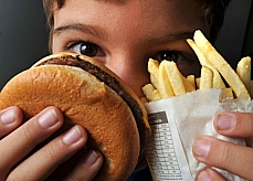 Alimentos - Maus hábitos alimentares - Sanduíche e batata frita