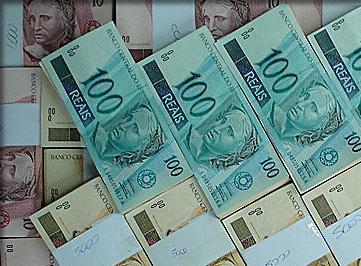 Economia - Dinheiro - Cédulas de Real - R$100 e outras