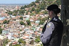 Segurança pública - Geral - Policial em favela da Grande Vitória (ES)