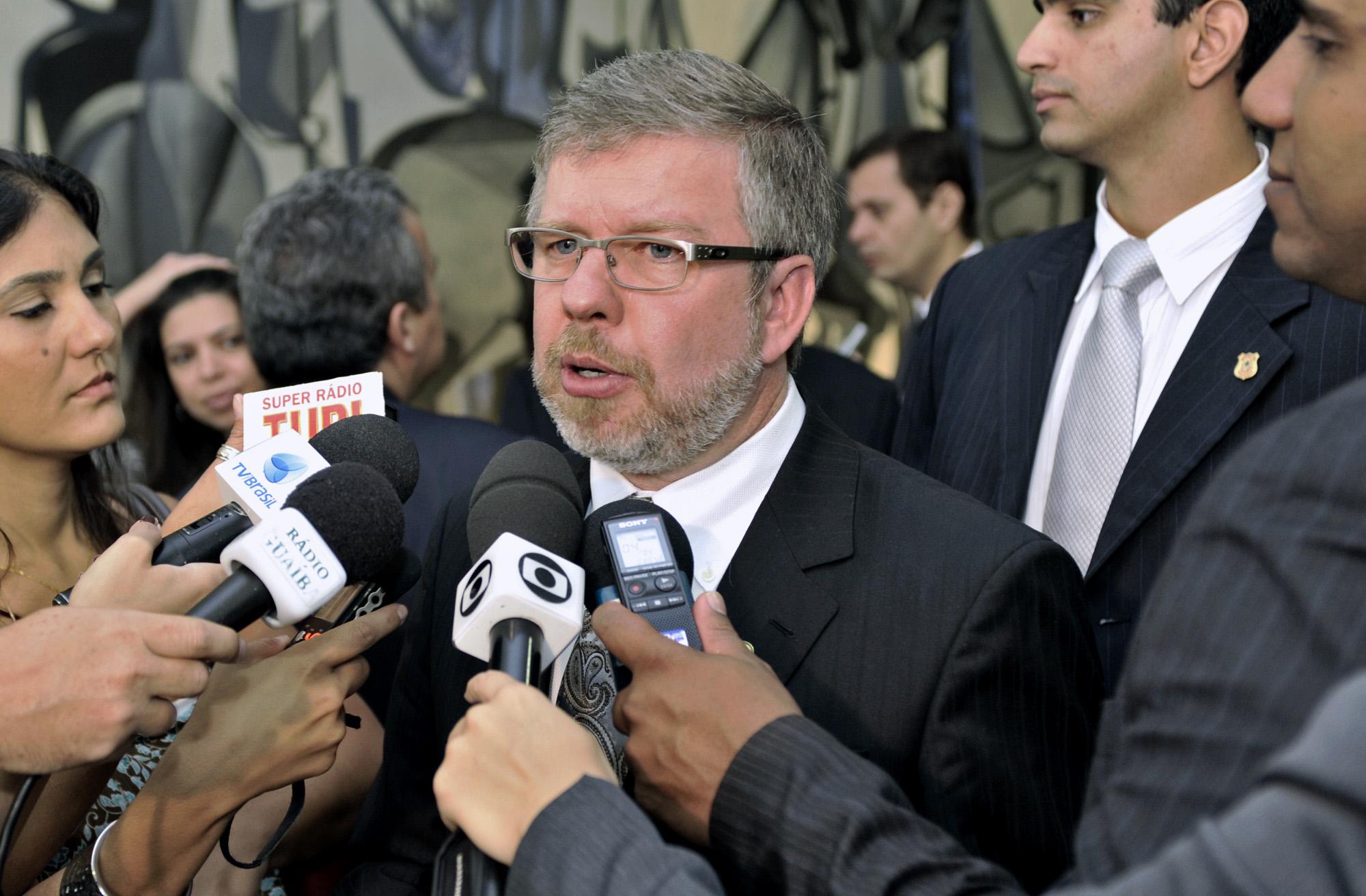http://www.camara.gov.br/internet/bancoimagem/banco/20110329145334_20110329_PH_0006rs.jpg
