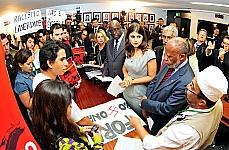 União Nacional dos Estudantes, UNE e representantes dos povos afro-descendentes entregam carta para presidente da Comissão de Direito Humanos, Dep. Manuela D·Ávilla (PCdoB-RS)
