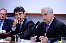 Cláudio Ari Mello (professor da PUC-RJ) e Henrique Calandra (presidente da AMB)