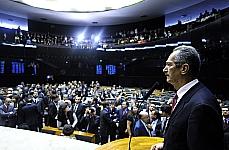 O relator do novo Código Florestal (PL 1876/99), deputado Aldo Rebelo (PCdoB-SP), apresenta em plenário seu relatório com os pontos negociados com o governo, as lideranças partidárias e os ministros envolvidos no tema.