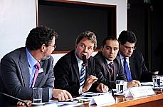 Marcos Sawaya Jank (presidente da União da Indústria de Cana-de-Açúcar), dep. Luiz Fernando Faria (presidente da CME), Allan Kardec Duailibe (diretor da ANP), Alísio Jacques Mendes Vaz (presidente do Sindicom)