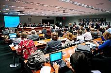 Jorge Abrahão de Castro(Instituto de Pesquisa Economica Aplicada(IPEA), Cleusa Rodrigues Repulho(Presidenta da União Nacional dos Dirigentes Municipais de Educação), Dep. Thiago Peixoto; Dep. Teresa Surita, José Marcelino Resende, Professor Associado da USP). Dep. Ângelo Vanhoni e Nelson Cardoso Amaral(Assessor do Reitor da UFG)