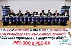 Sargento Edgard M. Silva Filho (Gestor da Associação Beneficente dos Servidores Militares de Sergipe), Capitão Assunção (Ex-Deputado, Lider do Movimento Pela Aprovação da PEC 300/08), Coronel Paes de Lira (Ex-Deputado, 1° Vice-Presidente da Comissão Especial da PEC 300/08), Dep. Mendonça Prado (presidente da CSPCCO), Major Fábio (Ex-Deputado, Relator da PEC n° 300/08), dep. Sargento Aragão (Presidente em Exercício da Associação Nacional de Entidades Representativas de Praças MIlitares Estaduais - ANASPRA), Sargento Jorge Vieira da Cruz (Gestor da Associação Beneficente dos Servidores Militares de Sergipe)