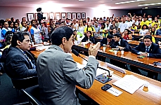 Audiência pública instituída com finalidade de debater sobre questões relacionadas à regulamentação da emenda 63, que trata da criação do piso salarial nacional e as diretrizes do plano de carreira para os agentes comunitários de saúde e agentes de combate às endemias (req. nº 40/11 do dep. Raimundo Gomes de Matos)