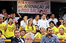 Manifestantes participam da CSSF, reinvindicando o piso salarial nacional e as diretrizes do plano de carreira para os agentes comunitários de saúde e agentes de combate às endemias