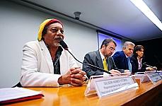 Gilson Nunes Vitório (representante da Coordenação Nacional de Entidades Negras - CONEN), dep. Henrique Fontana (relator) e dep. Edinho Araújo (1º vice-presidente)