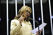 Dep. Jaqueline Roriz discursa na tribuna em sua defesa