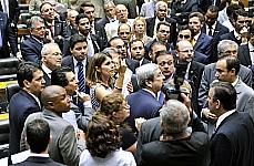 Dep. Manuela D·Ávida (relatora) na sessão em que foi aprovado projeto de lei que dispõe sobre o Estatuto da Juventude