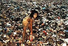 Cidades - Favelas e Pobreza - Lixo e reciclagem - Lixão - Catadora de lixo