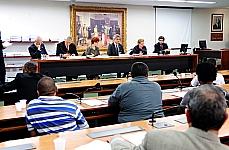 Luis Roberto Antonik (Abert-Diretor Geral), José Joaquim de Oliveira (Anatel), Luiza Franco (Coletivo de Mulheres da Associação Brasileira de Radiodifusão Comunitária), dep. Alessandro Molon (PT-RJ), dep. Luiza Erundina (PSB-SP), Octavio Penna Pieranti(Coordenador-Geral de Radiodifusão Comunitária)