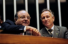 Dep. Cândido Vaccarezza (líder do governo), dep. Paulo Piau (PMDB-MG) Sessão Solene em Homenagem Póstuma ao ex dep. Moacir Micheletto