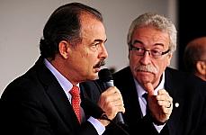 Min. Aloízio Mercadante (ministro do Estado da Educação), dep. Newton Lima (presidente da Comissão de Educação e Cultura)