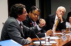 Helvécio Magalhães (secretário de atenção à saúde do Ministério da Saúde), dep. Antonio Brito (PTB/BA), dep. Lael Varella (DEM/MG)