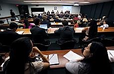 Tema: Redução dos recursos orçamentários empregados na subvenção ao prêmio e aspectos concernentes à implantação do seguro agrícola, além da falta de regulamentação do Fundo de Catástrofe. (REQ. 163/12, Luis Carlos Heinze)