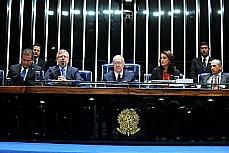 Sessão destinada à Promulgação da Emendas Constitucionais nº 69 e 70, de 2012 -  Dep. Eduardo Gomes (primeiro secretário), presidente da Câmara, Marco Maia, presidente do Senado, José Sarney,  dep. Andreia Zito (PSDB-RJ), dep. Inocêncio Oliveira (PR-PE)
