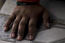 Cidades - Favelas e pobreza - Moradora de rua - Mão - Violência sexual