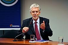Tema: Lançamento do Anuário Brasileiro da Educação Básica - 2012. mesa: Cesar Calegari (secretário de Educação Basica do MEC)