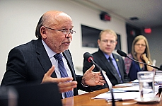 Dep. Luciano Castro (relator), dep. Luiz Carlos (presidente) e servidora
