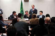 Dep. Carlos Sampaio (PSDB-SP) sen. Vital do Rêgo (presidente da CPMI) e dep. Odair Cunha (PT-MG)