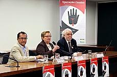 Egmar José de Oliveira (Comissão de Anistia do Ministério da Justiça), dep. Luiza Erundina (PSB-SP) e Jair Krischke (presidente do Movimento de Justiça e Direitos Humanos)