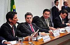 Raul de Jesus Lustosa Filho, dep. Paulo Teixeira (PT/SP), sen. Vital do Rêgo e dep. Odair Cunha (relator)