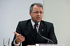 Tema: Discutir o PL nº 1.069/11, que altera Artigos da Lei de Execução Penal, e Código Penal, a fim de assegurar a concessão dos benefícios da progressão de regime, da detração, da remição e do livramento condicional, e a imediata colocação em liberdade do preso que haja cumprido integramente a pena. Diogenes Vicente Hassan Ribeiro (desembargador e vice-presidente de assuntos legislativos da Associação dos Magistrados Brasileiros (AMB)