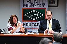 Jaqueline Moll (diretora de Currículos e Educação Integral da Secretaria de Educação Básica do Ministério da Educação) e dep. Alex Canziani (PTB/PR)