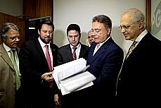 Senador Alvaro dias e outros Parlamentares fazem representação ao ministério público.