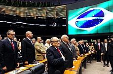 Homenagem e Devolução Simbólica dos Mandatos dos Deputados Federais Cassados por Atos de Exceção entre 1964 e 1977 - Plenário observa um minuto de silêncio em homenagem póstuma ao arquiteto Oscar Niemeyer