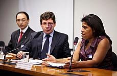 Audiência Pública e Reunião Ordinária. Antônio de Matos Zambon (MEC), dep. Reginaldo Lopes (presidente da C.E de Ensino Médio) e Antônia das Graças Silva ARCAFAR)
