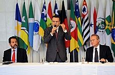 Presidentes da Câmara Henrique Eduardo Alves e do Senado Renan Calheiros durante reunião com governadores e lideres para discutir sobre o Pacto Federativo
