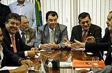 Reunião do relator da MP 595/12, a MP dos Portos, senador Eduardo Braga (PMDB-AM) com representantes de sindicatos