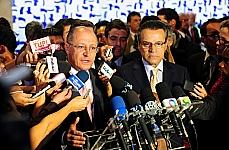 O governador de São Paulo, Geraldo Alckmin, fala sobre a maioridade penal. À direita, o presidente da Câmara, dep. Henrique Eduardo Alves (PMDB-RN)
