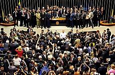 Índios protestaram na Câmara, na terça-feira, contra a PEC que altera regras de demarcações de reservas