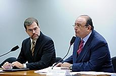 Audiência pública com a presença do ministro do Tribunal Superior Eleitoral (TSE), José Antonio Dias Toffoli para discutir o trabalho da grupo. À direita, o presidente do grupo, dep. Cândido Vaccarezza (PT-SP)