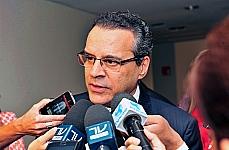 Presidente Henrique Eduardo Alves fala com a imprensa em 17.04