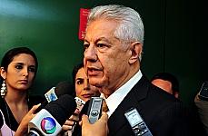 Após reunião da base aliada, dep. Arlindo Chinaglia (PT-SP) concede entrevista