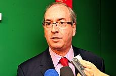 Após reunião da base aliada, dep. Eduardo Cunha (PMDB-RJ) concede entrevista