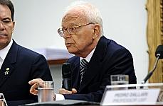 Audiência pública sobre o Projeto de Lei 573/11, que altera a Lei da Anistia (6.683/79). Professor emérito da Faculdade de Direito da Universidade de São Paulo (USP), Fábio Konder Comparato