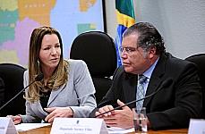 Audiência pública para debater o marco legal sobre o sistema nacional de redução de emissões por desmatamento e degradação, conservação, manejo florestal sustentável, manutenção e aumento de estoques de carbono florestal o REDD+. Presidente da CMMC, sen. Vanessa Grazziotin (PCdoB-AM) e relator da CMMC, dep. Sarney Filho (PV-MA)