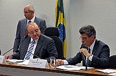 Reunião de Trabalho. (E) Presidente da comissão, dep. Cândido Vaccarezza (PT-SP) e relator da comissão, sen. Romero Jucá (PMDB-RR)