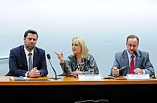 Reunião para instalação da Comissão Especial para analisar propostas para ampliar medidas socieducativas para adolescentes infratores (vinculada ao PL 7197/02). Deputados (E/D) Carlos Sampaio (PSDB-SP), Liliam Sá (PSD-RJ), Vieira da Cunha (PDT-RS)