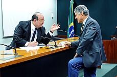 Reunião de deliberação sobre o anteprojeto de lei complementar que altera dispositivos da lei complementar nº 64 de 1990. Deputados Cândido Vacarezza (PT-SP) e Chico Alencar (PV-RJ)