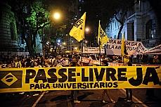 Manifestação - Passeata no centro do Rio protesta em frente à Federação de Transportes do Rio de Janeiro. 27/06/13