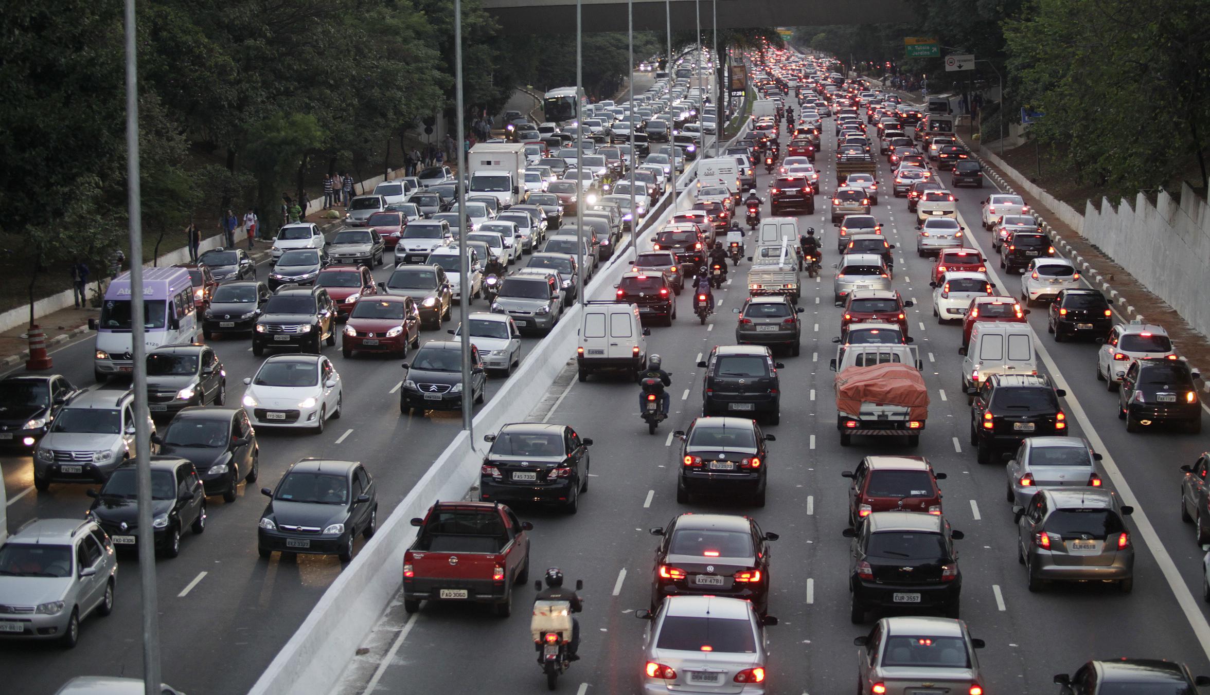 Transporte - Congestionamento - trânsito engarrafamento motos motoboys mobilidade urbana